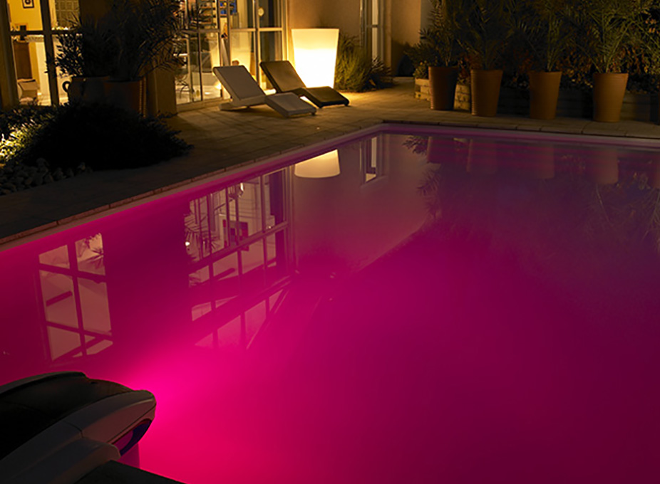 Piscine enterr�e multi-couleurs � LED rose de Desjoyaux