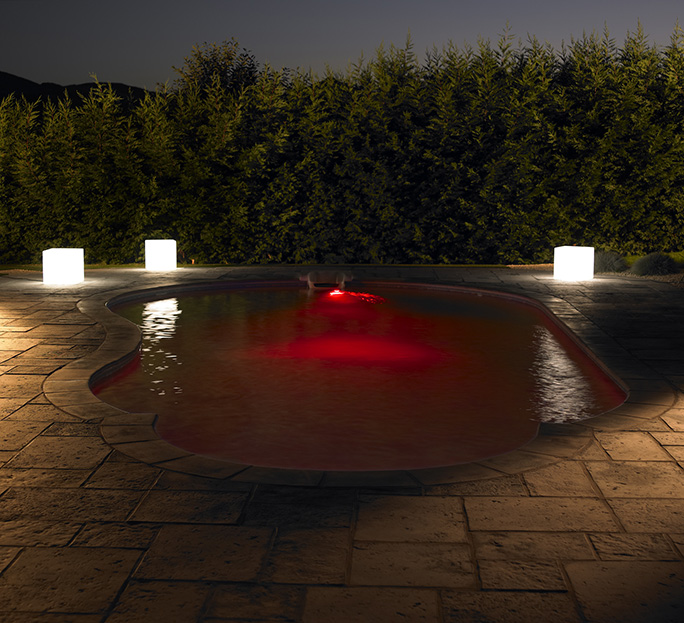 Piscine enterr�e � LED rouges de Desjoyaux